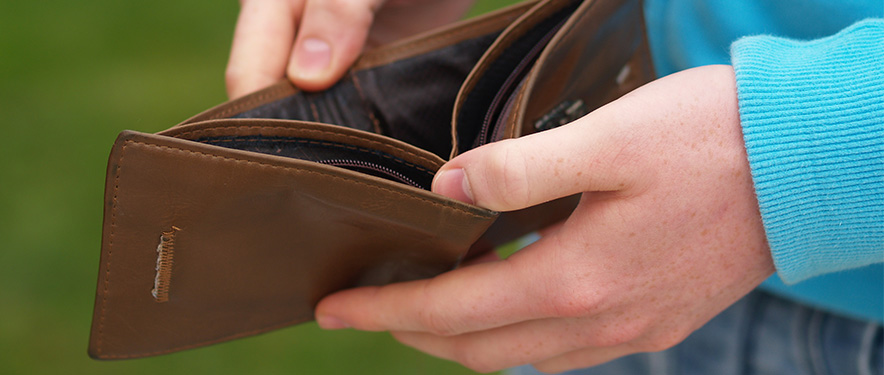 Empty wallet after overspending on vacation
